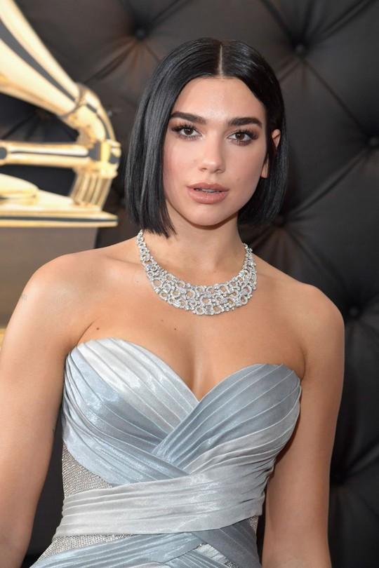 10 phong cách trang điểm đẹp nhất tại Grammy Awards 2019 - Ảnh 3.