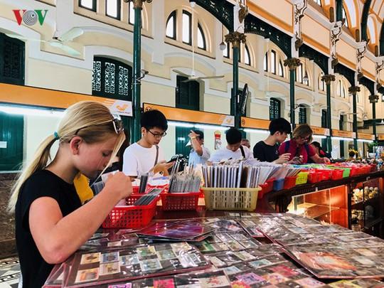 Bưu điện TP HCM - điểm đến thu hút khách du lịch quốc tế - Ảnh 4.
