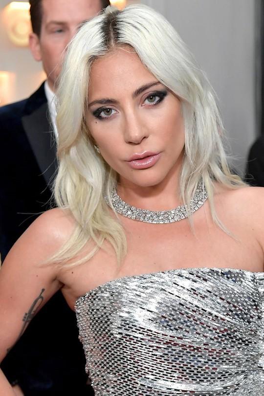 10 phong cách trang điểm đẹp nhất tại Grammy Awards 2019 - Ảnh 4.