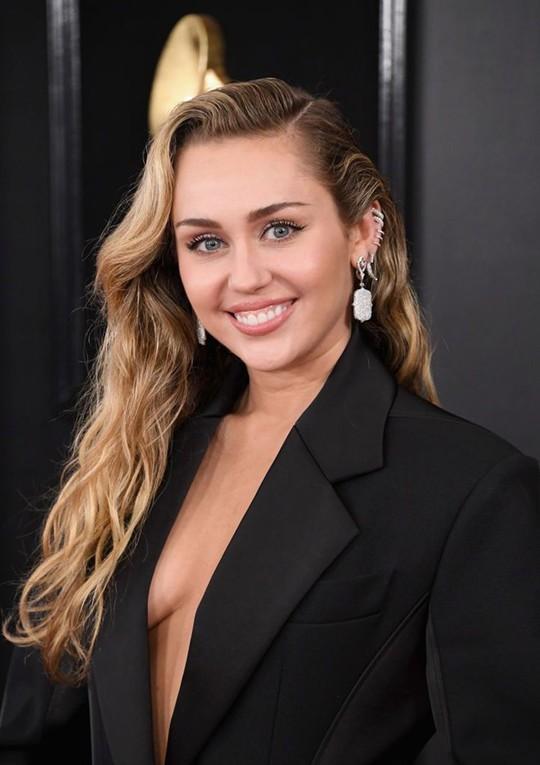10 phong cách trang điểm đẹp nhất tại Grammy Awards 2019 - Ảnh 5.