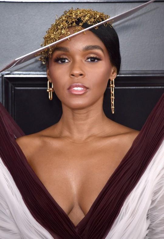 10 phong cách trang điểm đẹp nhất tại Grammy Awards 2019 - Ảnh 10.