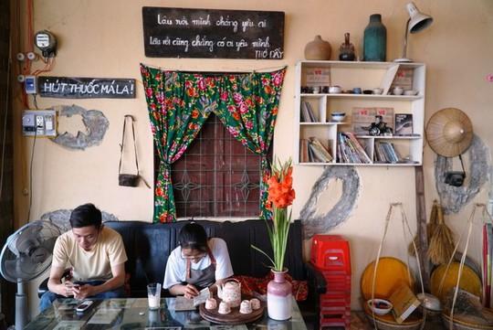 Quán cà phê dùng bu gà làm bàn cho khách ở Quảng Ngãi - Ảnh 4.