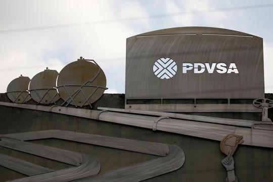 Ngân hàng Nga đóng băng tài khoản của công ty dầu mỏ Venezuela - Ảnh 1.