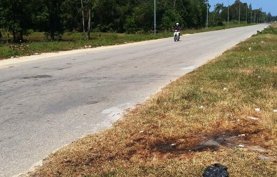 Công an thông báo truy tìm 2 kẻ gây ra vụ tạt axít kinh hoàng ở Quảng Ngãi - Ảnh 3.