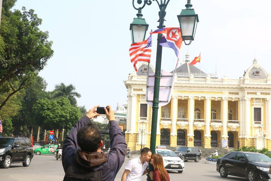Cờ Mỹ - Triều Tiên tung bay phấp phới giữa thủ đô Hà Nội - Ảnh 7.