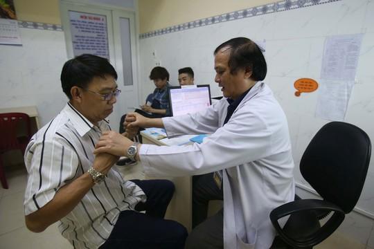 Thanh toán trực tiếp chi phí khám chữa bệnh theo mức lương mới - Ảnh 1.