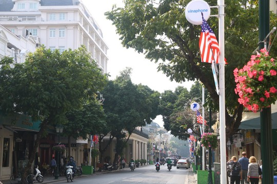 Cờ Mỹ - Triều Tiên tung bay phấp phới giữa thủ đô Hà Nội - Ảnh 1.
