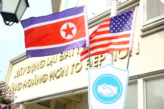 Cờ Mỹ - Triều Tiên tung bay phấp phới giữa thủ đô Hà Nội - Ảnh 3.