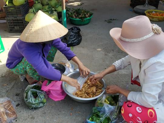 (bài dang 29 tet, gui ba hoi dong)Bồi hồi chợ quê ngày cuối năm - Ảnh 6.