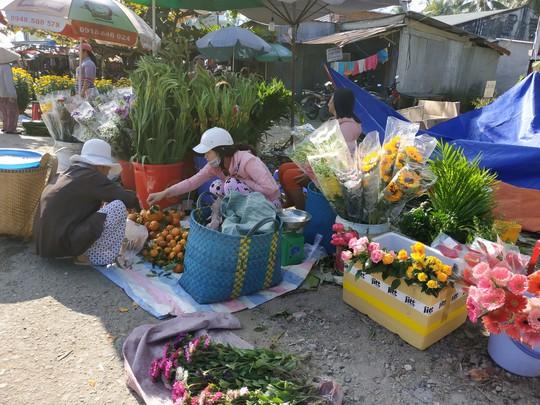 (bài dang 29 tet, gui ba hoi dong)Bồi hồi chợ quê ngày cuối năm - Ảnh 1.