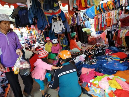 (bài dang 29 tet, gui ba hoi dong)Bồi hồi chợ quê ngày cuối năm - Ảnh 3.