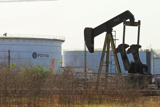 Bị Mỹ trừng phạt, Venezuela mua nhiên liệu từ Nga với giá đắt - Ảnh 1.