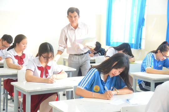 Chung lớp, chung phòng thi: Khó tránh tiêu cực - Ảnh 1.