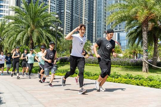 Adidas tạo nên siêu phẩm giày chạy Ultraboost 19 - Ảnh 1.