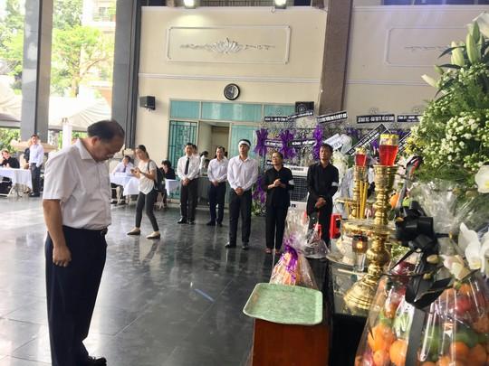 Chủ tịch Quốc hội đến viếng bà Nguyễn Thị Thu - Ảnh 4.