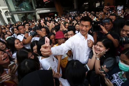 Tỉ phú mới nổi trên chính trường Thái Lan - Ảnh 1.