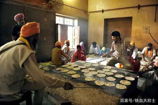 Ngôi đền dát 680 ký vàng và bữa ăn miễn phí cho 100.000 người - Ảnh 5.