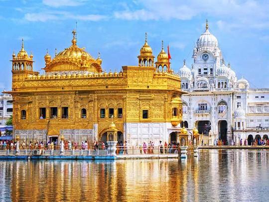 Ngôi đền dát 680 ký vàng và bữa ăn miễn phí cho 100.000 người - Ảnh 1.