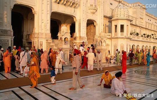 Ngôi đền dát 680 ký vàng và bữa ăn miễn phí cho 100.000 người - Ảnh 8.