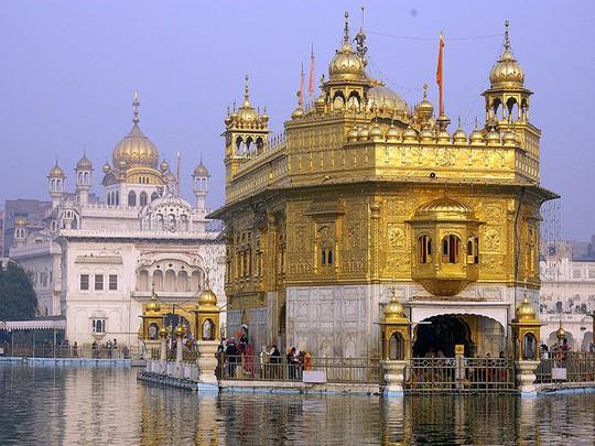 Ngôi đền dát 680 ký vàng và bữa ăn miễn phí cho 100.000 người - Ảnh 3.