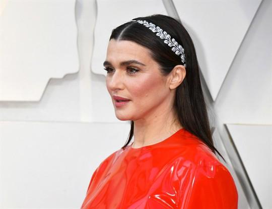 Phụ kiện to bản lên ngôi tại Oscar 2019 - Ảnh 4.