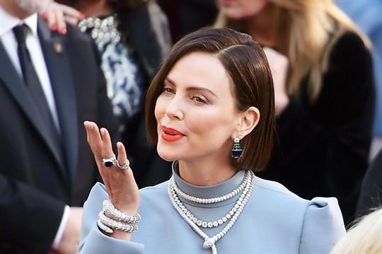 Phụ kiện to bản lên ngôi tại Oscar 2019 - Ảnh 7.