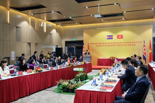Đoàn lãnh đạo cấp cao Triều Tiên thăm Vinfast, VinEco - Ảnh 2.