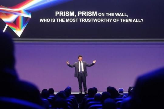 Huawei chọc tức Mỹ bằng vụ bê bối Edward Snowden - Ảnh 1.