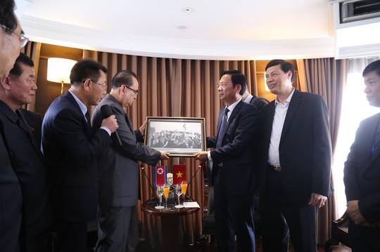 3 phó chủ tịch Đảng Lao động Triều Tiên thăm vịnh Hạ Long - Ảnh 8.