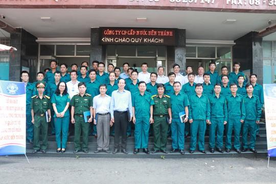 Thành lập Ban chỉ huy quân sự và lực lượng Trung đội dân quân tự vệ Công ty Cổ phần Cấp nước Bến Thành - Ảnh 2.