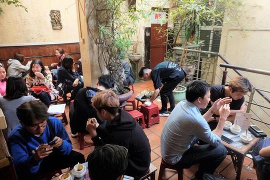 Chủ cà phê Giảng: Khách đông khủng khiếp - Ảnh 1.