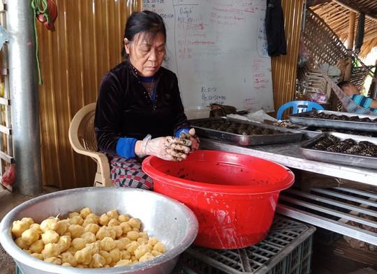 Thơm ngon đặc sản bánh gai tiến vua ở xứ Thanh - Ảnh 2.