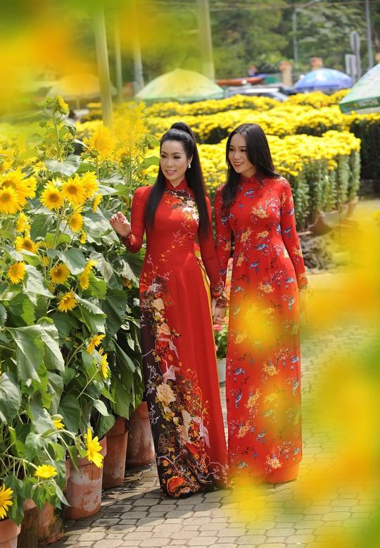Lộ diện con gái xinh như hoa hậu của Trịnh Kim Chi trên phố Xuân - Ảnh 6.
