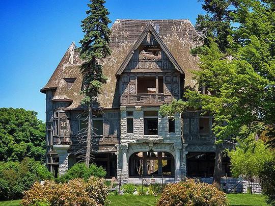 10 biệt thự bị bỏ hoang từng được coi là đỉnh cao xa xỉ - Ảnh 1.