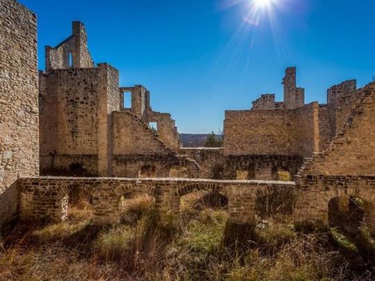 10 biệt thự bị bỏ hoang từng được coi là đỉnh cao xa xỉ - Ảnh 11.