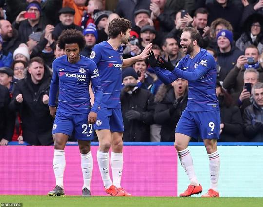 Higuain đại náo Stamford Bridge, Chelsea trở lại đường đua Ngoại hạng - Ảnh 2.