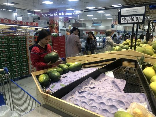Vét sạch siêu thị sáng 30 Tết - Ảnh 1.