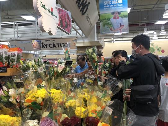 Vét sạch siêu thị sáng 30 Tết - Ảnh 10.