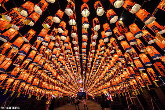 Châu Á chào đón năm mới - Ảnh 3.