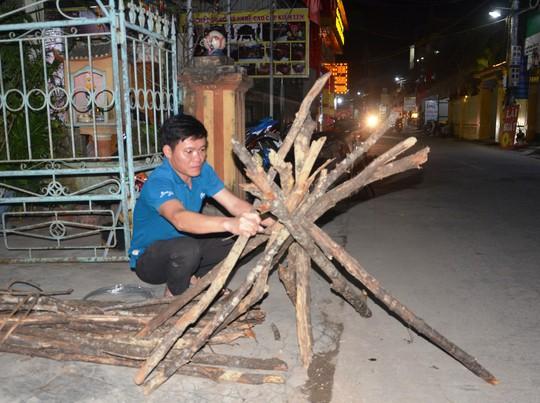 Độc đáo tục xin lửa đêm giao thừa ở ngôi làng cổ gần 400 năm - Ảnh 1.