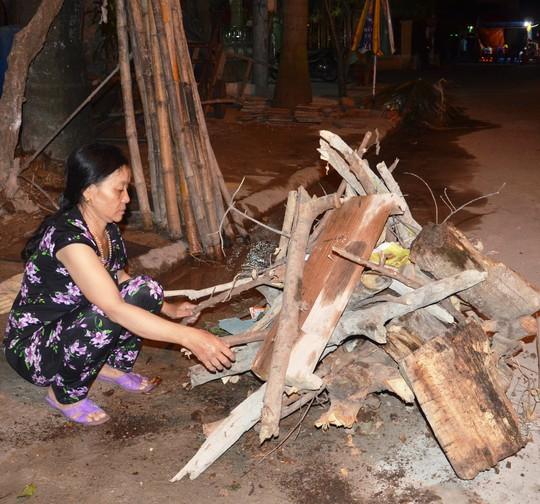 Độc đáo tục xin lửa đêm giao thừa ở ngôi làng cổ gần 400 năm - Ảnh 2.