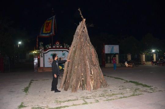 Độc đáo tục xin lửa đêm giao thừa ở ngôi làng cổ gần 400 năm - Ảnh 3.