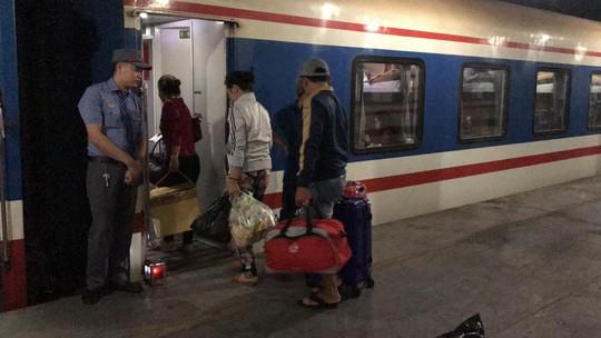 XUÂN ONLINE: Bồn chồn trên chuyến tàu cuối cùng rời ga Sài Gòn đêm giao thừa - Ảnh 4.