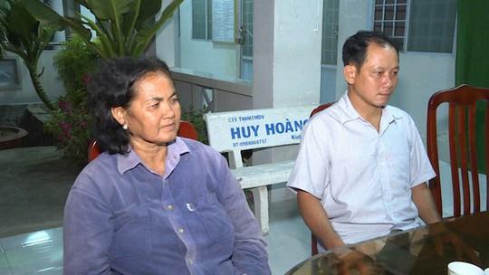 Trao giấy khen cho 2 người dân nhặt được 120 triệu vào mùng 1 Tết rồi trả lại - Ảnh 1.