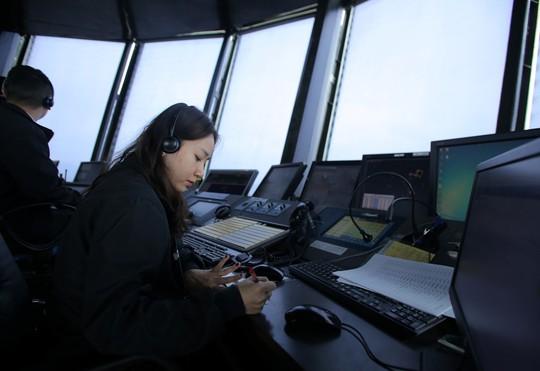 Một ngày của nữ kiểm soát viên không lưu 9X xinh đẹp - Ảnh 1.