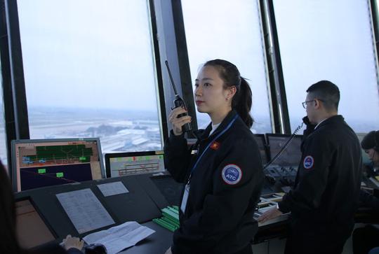 Một ngày của nữ kiểm soát viên không lưu 9X xinh đẹp - Ảnh 2.