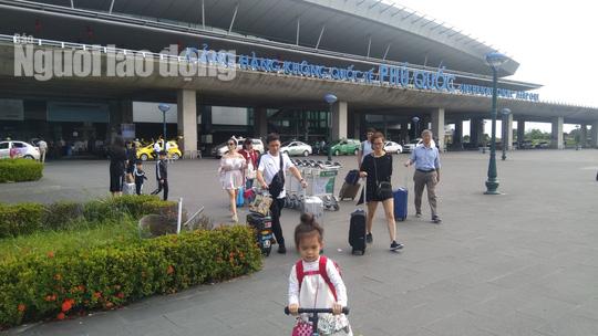 Mùng 2 Tết, du khách ồ ạt đổ ra Phú Quốc tham quan, nghỉ dưỡng - Ảnh 7.