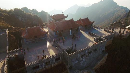 Đẹp như dáng chùa Việt trên nóc nhà Đông Dương - Ảnh 1.
