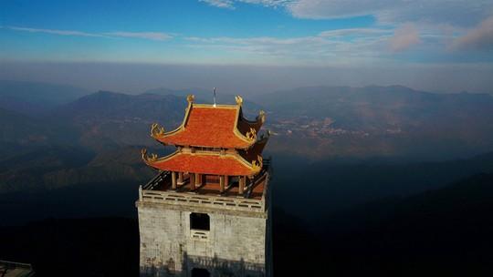 Đẹp như dáng chùa Việt trên nóc nhà Đông Dương - Ảnh 2.