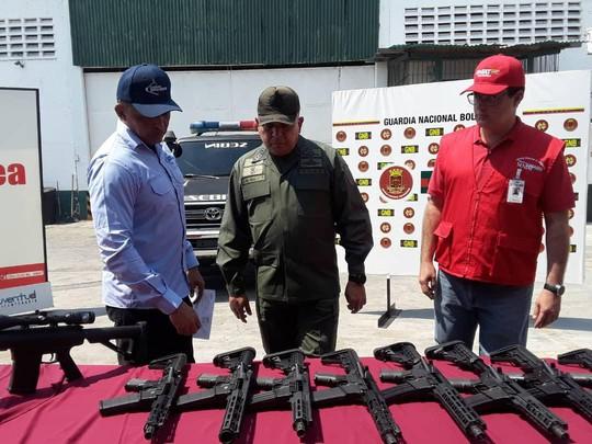 Venezuela tóm gọn lô vũ khí Mỹ - Ảnh 1.